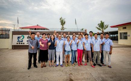 刘潭服装董事长向柬埔寨生产基地员工致二零一七年新年贺词