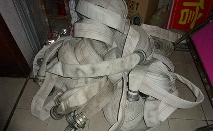 近日,刘潭服装安全办对生产区域消防设备进行全面检查更新