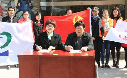 刘潭服装在五河养老院举办深入开展学雷锋活动启动仪式