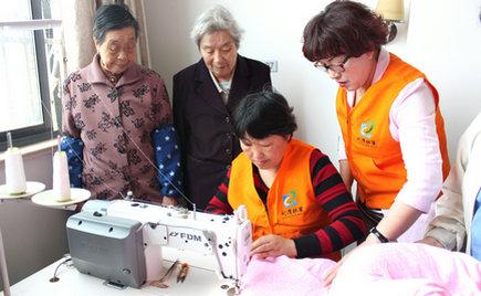 刘潭服装:无锡劳模携手志愿者赴五河养老院开展便民服务