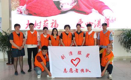 六一前夕,刘潭服装志愿者走进儿童福利院开展送爱心活动