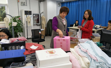 刘潭服装工会有序组织员工进行梁溪区人大代表补选活动