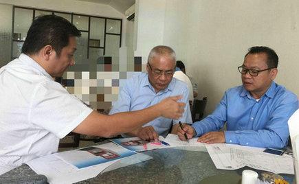 刘潭集团董事长钱伯荣与柬埔寨建设部长磋商生产基地规划