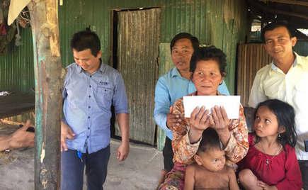 刘潭国际(柬埔寨)会同柬埔寨相关部门一起援助困难户