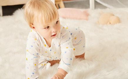 刘潭服装:如何给满月前的宝宝挑衣服?