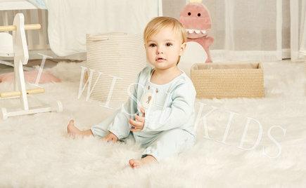 刘潭服装:怎么给满月到一岁间的宝宝挑衣服?
