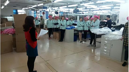 刘潭服装组织员工签订安全责任书
